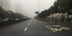 Ruas da China em dia de chuva