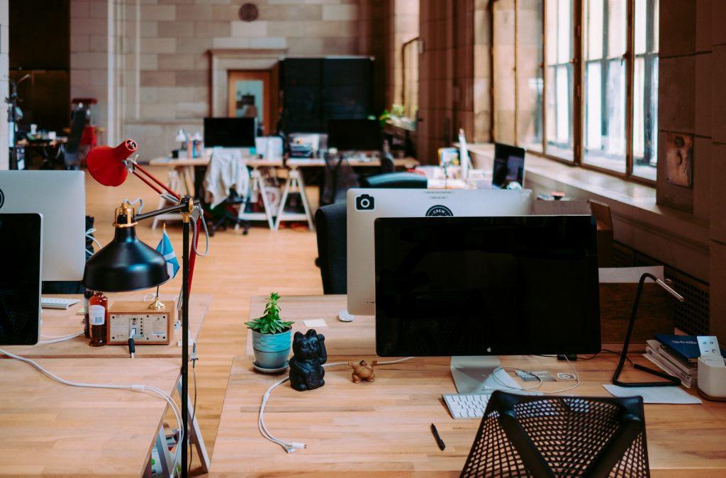 Como importar Material de Escritório da China Escritório descolado com computadores e mesas de madeira