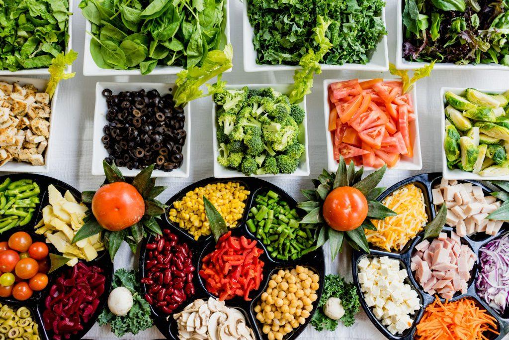 Como importar produtos Alimentícios e Nativos da China Mesa com legumes, folhas e aperitivos