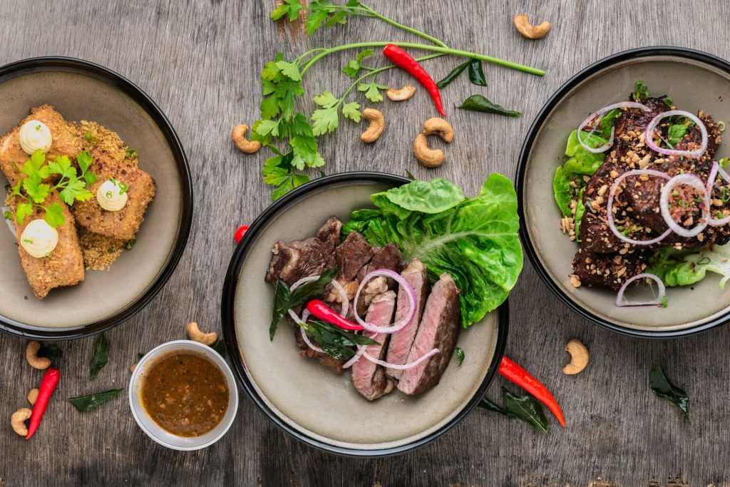 Como importar produtos Alimentícios e Nativos da China Pratos com carne folhas e pimenta