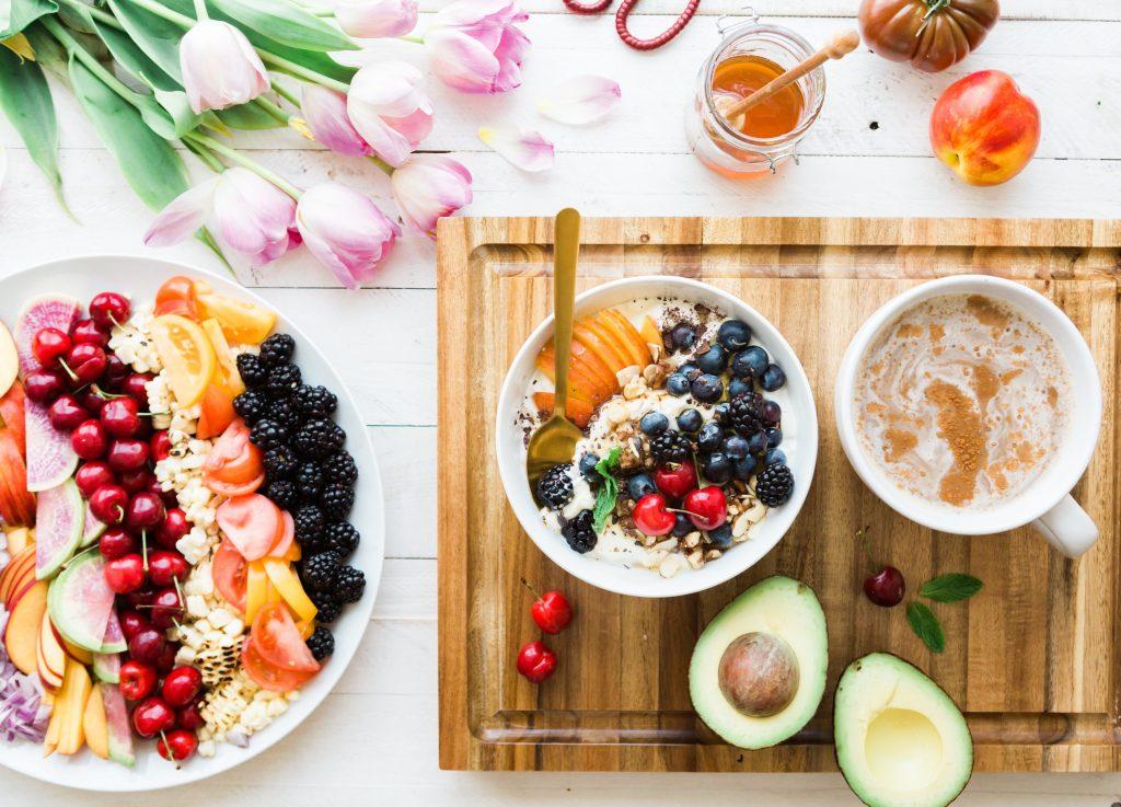 Como importar produtos Alimentícios e Nativos da China Frutas diversas e bowl com leite e aveia
