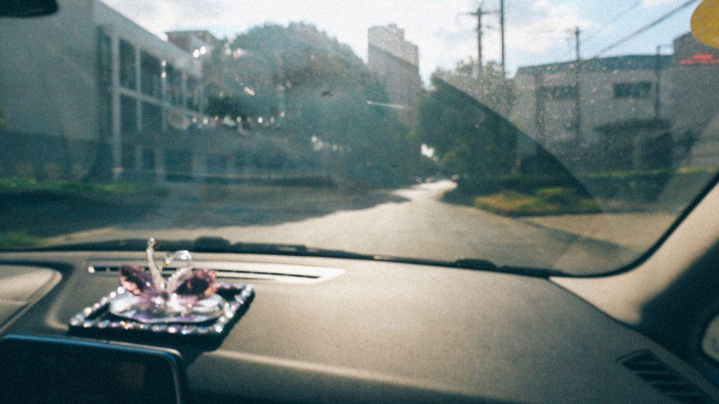 Como pagar meu fornecedor direto na China Imagem interna de carro mostrando objeto decorativo